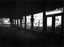 1976-101-EN-102 Sloop van de passage (noodwinkelpanden) aan de Nieuwe Binnenweg - Breitnerstraat. Op de achtergrond de ...