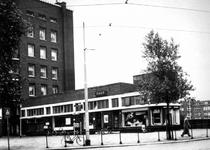 1976-1344 Postkantoor aan het Mathenesserplein.