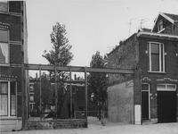 1976-1345 Schans met kinderspeelplaats.