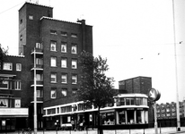 1976-1347 Postkantoor aan het Mathenesserplein.