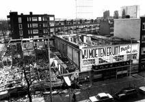 1976-148 Laatste fase in de afbraak van de noodwinkels aan de Nieuwe Binnenweg, vanuit een bovenetage gezien.