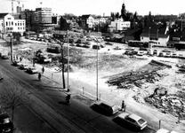 1976-149 Kaalslag aan de Nieuwe Binnenweg op de plaats van de gesloopte noodwinkels. Op de achtergrond de toren van de ...