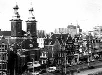 1976-255-TM-257 Gezichten op de noordzijde van de Nieuwe Binnenweg. Afgebeeld van boven naar beneden:-255: met de ...