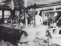 1976-290 Een kok in de keuken van het Coolsingelziekenhuis.