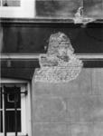 1976-40 Detail van de voorgevel van het Schielandshuis/Historisch Museum waar het pleisterwerk is verwijderd na de ...