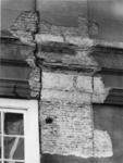 1976-41 Detail van de voorgevel van het Schielandshuis/Historisch Museum waar het pleisterwerk is verwijderd na de ...