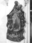 1976-868-TM-871 Beelden in het verpleeghuis Sint-Antonius aan de de Nieuwe Binnenweg nummer 33.Afgebeeld van boven naar ...