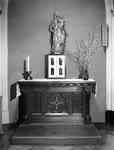 1976-872-EN-873 Beelden in het verpleeghuis Sint-Antonius aan de Nieuwe Binnenweg 33.Afgebeeld van boven naar ...