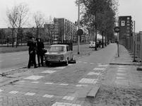 1977-1177 Politiecontrole op de Goudsesingel.