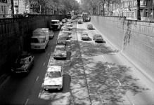 1977-1435 Gezicht op het verkeer in de tunneltraverse bij de 's-Gravendijkwal ten noorden van de Mathenesserlaan.