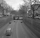 1977-180 Gezicht op de autotunnel aan de 's-Gravendijkwal. Op de achtergrond de Euromast.