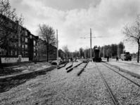1977-1906 Wagen voor het aanbrengen van de toevoerdraden voor elektriciteit aan de Chris Bennekerslaan.