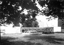 1977-2102 Dependance van de Academie voor Beeldende kunsten aan het Academieplein. Op de achtergrond zichtbaar het ...