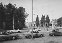 1977-2122 Rochussenstraat bij de oprit van de Pieter de Hoochweg (op de voorgrond) naar westelijke richting.