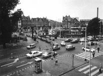 1977-2143-EN-2144 Gezichten op de kruising van de Nieuwe Binnenweg - Rochussenstraat met de Lage Erfbrug, vanuit een ...
