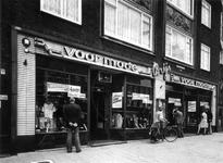 1977-2172-EN-2173 Opheffingsverkoop van Brijs' modezaak aan de Nieuwe Binnneweg.Afgebeeld van boven naar beneden:-2172: ...