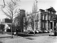 1977-323 De Korte Hoogstraat met rechts het Schielandshuis/Historisch Museum.Op de achtergrond het Erasmushuis ...