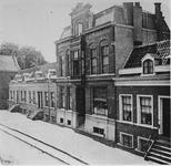 1977-33 De apotheek aan de westzijde van de Havenstraat 183 van J.A.M. Vuylsteke.