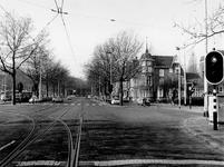 1977-425 Gezicht op de Mathenesserlaan bij de Heemraadssingel.