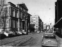 1977-426 De Korte Hoogstraat met links het Schielandshuis/Historisch Museum.