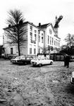 1977-549 Nieuwe Binnenweg met het hotel Huize Emma aan het Eendrachtsplein. Op de achtergrond achter het gebouw een ...