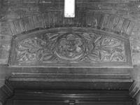 1977-556-TM-558 Details van het verpleeghuis Sint-Antonius aan de Nieuwe Binnenweg 33. Afgebeeld van boven naar ...
