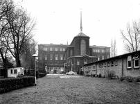 1977-563-TM-568 Achterzijde van het verpleeghuis Sint-Antonius aan de Nieuwe Binnenweg 33. Afgebeeld van boven naar ...