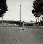 1977-740 Kruising van de Mathenesserlaan met de Rochussenstraat.