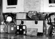 1978-356 Interieur van het Gemeentearchief aan de Mathenesserlaan. Op de foto staat een deel van een opeenhoping van ...