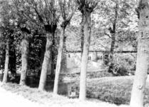 1983-3724 Gezicht op de zijgevel van een boerderij aan de Beukelsdijk.