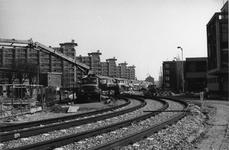1985-419 Schiedamseweg met de aanleg nieuwe tramsporen boven het gereedgekomen metrotracé naar het Marconiplein.