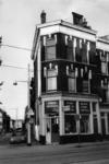 1985-443 Sanitairhandel op hoek Sophiastraat en de Goudse Rijweg.