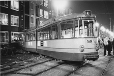 1987-347 Verkeersongeval na aanrijding met een personenauto nabij de Grote Visserijstraat. De ontspoorde tram lijn 4 ...