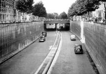 IX-1004-01-00-05 Gezicht op de tunneltraverse bij de 's-Gravendijkwal. Op de achtergrond het kruispunt met de ...