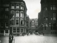 IX-1628 De Wijnhaven, in het midden de Korte Wijnbrugstraat.