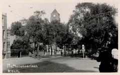 IX-1902 Gezicht in de Mathenesserlaan vanuit de Heemraamdsbrug gezien.