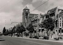 IX-1911-09 Gezicht op de Mathenesserlaan bij de Kerk van de H. Laurentius en Sint-Elisabeth.