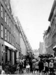 IX-970-07 Het blussen van een zolderbrand in de Gouvernestraat. Op de achtergrond de West-Kruiskade.