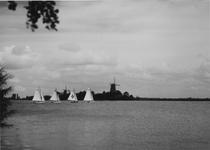 VIII-46-01 Zeilboten op de Kralingse Plas, op de achtergrond de twee molens.