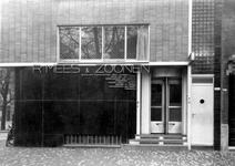 XIV-173-1 Het bijkantoor van R. Mees en Zoonen aan de 's-Gravendijkwal, hoek van de Mathenesserlaan.