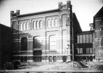 XV-230 Oude fabrieksgebouwen van de Electriciteitscentrale aan de Lloydstraat bij de Schiehaven.