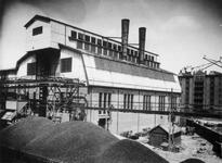 XV-232-2 Oude fabrieksgebouwen van de Electriciteitscentrale aan de Lloydstraat bij de Schiehaven.