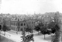 XXV-222 Gezicht op enige huizen aan de 's-Gravendijkwal bij de Mathenesserlaan. Rechts het Sint Theresia Gesticht.