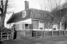 XXV-56 Gezicht op een boerderij aan de Beukelsdijk nummer 161, uit het zuidwesten.