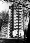 XXV-650-04 Gezicht op het flatgebouw voor werkende vrouwen aan de Suze Groenweglaan bij de Beukelsdijk.