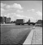 1335 De Wijnhaven gefotografeerd in de richting van het Witte Huis (op de achtergrond). In het midden de ...