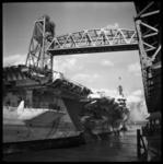 533 Vliegdekschip de HMS Nabob-D77 op weg naar HI-Ambacht om het vliegdek te laten slopen. Is daarna omgebouwd tot ...