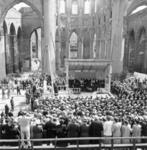 7024 Publiek bij de eerste steenlegging van de restauratie van de Laurenskerk tijdens de opbouwdag 1952.