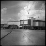 BO-256 De Walenburgerweg met Galeries Modernes, vanaf de Stationssingel.