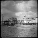 BO-279 Benzinestation en noodwinkel Kledingmagazijn Esders aan de Statenweg.